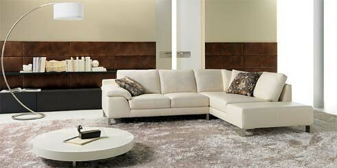 Contemporary-living-room-with-white-sofa-and-white-table-and-floor-lamps-and-tiling-walls